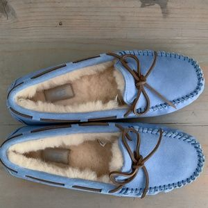 UGG DAKOTA SHEEPSKIN SLIPPERS WHISPER BLUE NIB